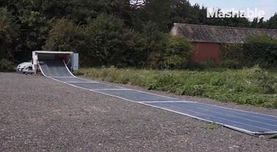 Pin mặt trời Rapid Roller có thể cuộn lại và mang theo
