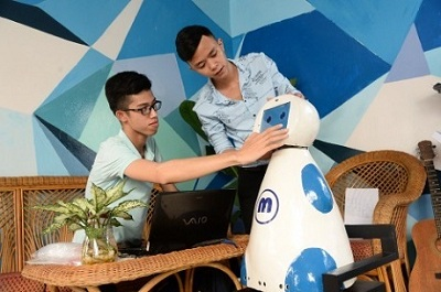 Sáng chế robot phục vụ gia đình